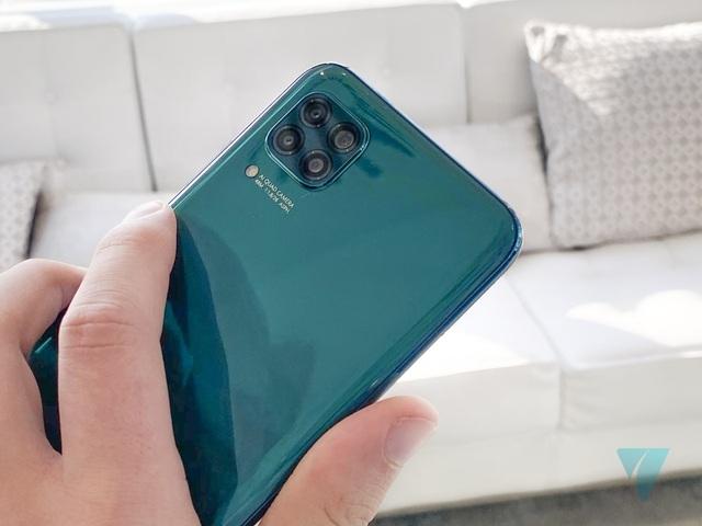 Cận cảnh Huawei P40 Lite với cụm 4 camera thiết kế giống... iPhone 12 - 6