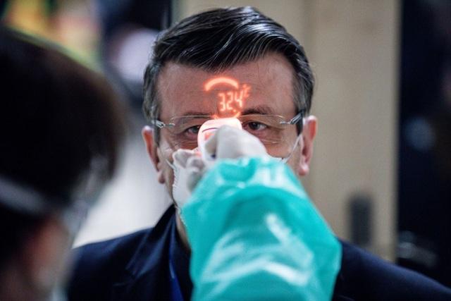 38 người thiệt mạng, EU nâng mức cảnh báo virus corona - 1