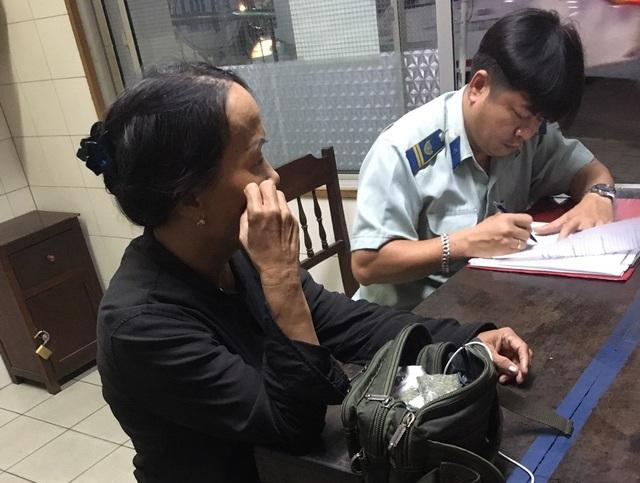 Nữ quái 67 tuổi nghi thuê nhà chờ tại bệnh viện để bán... cỏ Mỹ - 2