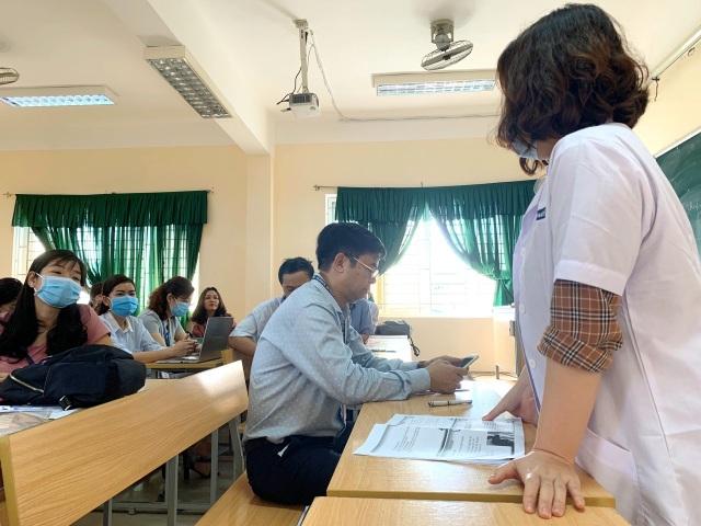 Chủ tịch tỉnh Thừa Thiên Huế kiểm tra công tác phòng dịch của nhà trường - 7