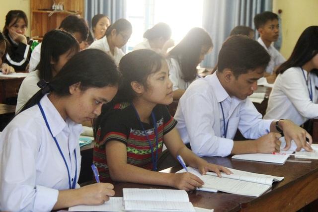 Chủ tịch tỉnh Thừa Thiên Huế kiểm tra công tác phòng dịch của nhà trường - 3