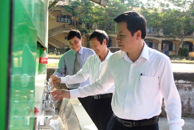 Chủ tịch tỉnh Thừa Thiên Huế kiểm tra công tác phòng dịch của nhà trường - 2