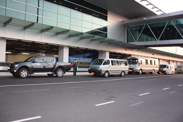 Đoàn người Việt trở về từ Hàn Quốc nhập cảnh ngay trên máy bay - 12