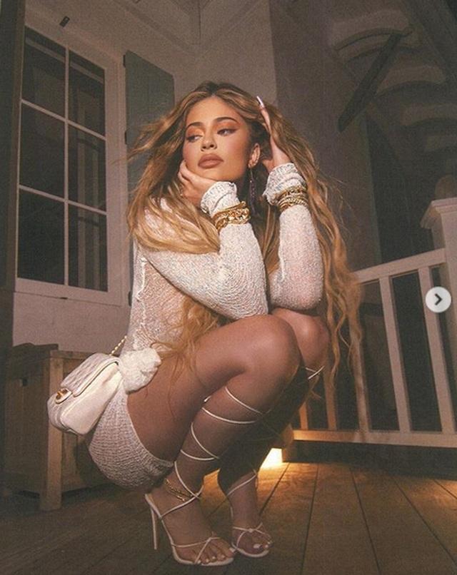 Kylie Jenner bốc lửa trong kỳ nghỉ ở Bahamas - 8