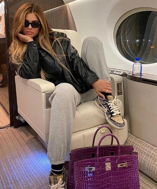 Kylie Jenner bốc lửa trong kỳ nghỉ ở Bahamas - 12