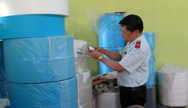 Bị phạt 70 triệu đồng vì sản xuất, tiêu thụ khẩu trang y tế lậu - 4
