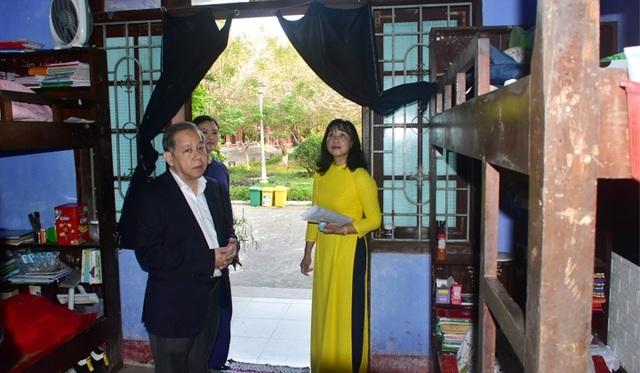 Chủ tịch tỉnh Thừa Thiên Huế kiểm tra công tác phòng dịch của nhà trường - 11