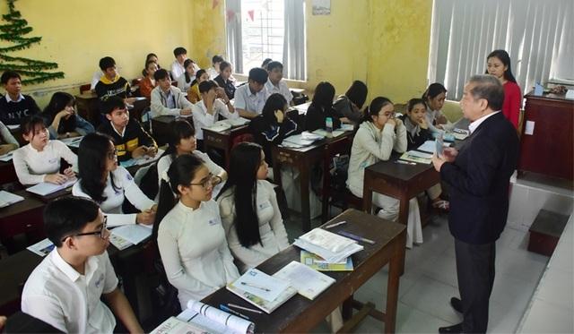 Chủ tịch tỉnh Thừa Thiên Huế kiểm tra công tác phòng dịch của nhà trường - 4