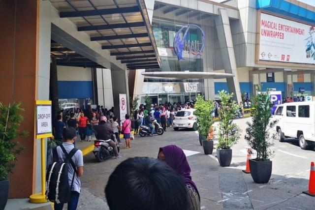 Nổ súng, bắt giữ 30 con tin ở trung tâm thương mại Philippines - 1