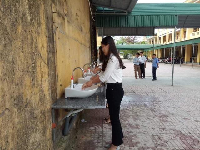Hà Tĩnh: Đo thân nhiệt cho học sinh THPT 2 lần mỗi ngày tại cổng trường - 7