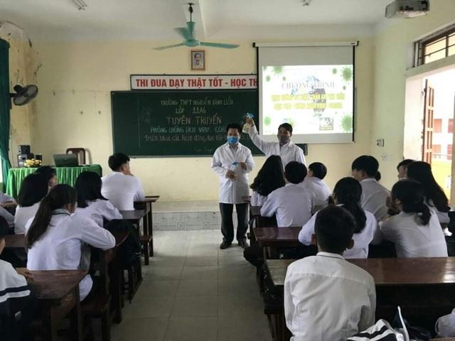 Hà Tĩnh: Đo thân nhiệt cho học sinh THPT 2 lần mỗi ngày tại cổng trường - 4