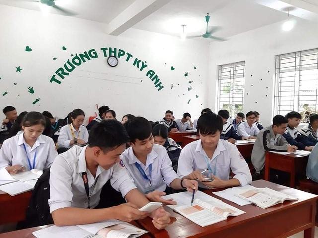 Hà Tĩnh: Đo thân nhiệt cho học sinh THPT 2 lần mỗi ngày tại cổng trường - 9