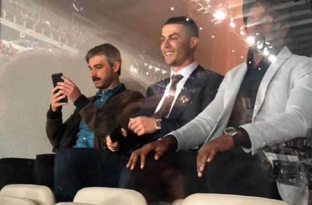 C.Ronaldo dự khán, hả hê khi Real Madrid chiến thắng Barcelona - 1