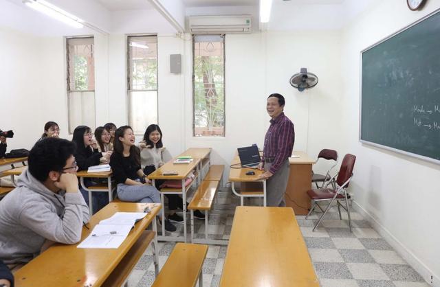Những sinh viên đầu tiên trở lại trường sau kỳ nghỉ vì covid-19 - 22