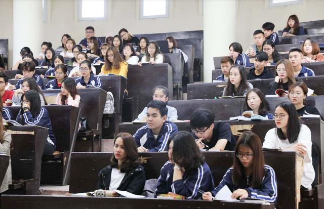 Trường ĐH khẩn cấp cho sinh viên nghỉ học và không nên rời Hà Nội - 2
