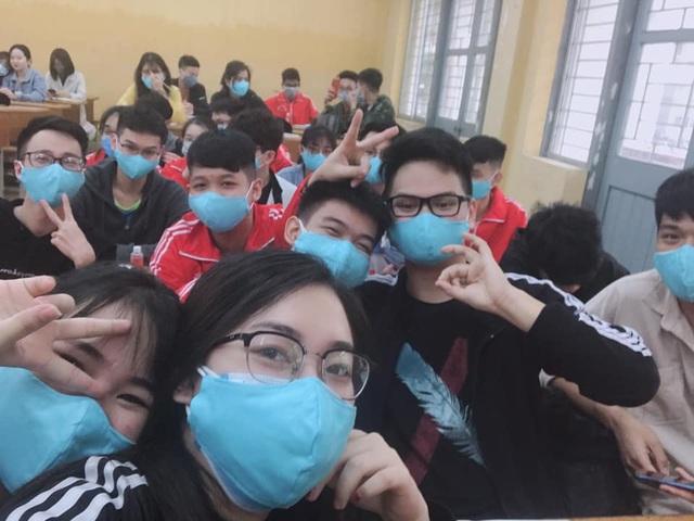 Những sinh viên đầu tiên trở lại trường sau kỳ nghỉ vì covid-19 - 11