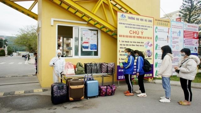 Sinh viên háo hức quay lại trường sau kỳ nghỉ kéo dài vì dịch Covid-19 - 2