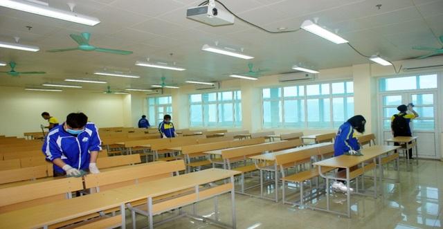 Sinh viên háo hức quay lại trường sau kỳ nghỉ kéo dài vì dịch Covid-19 - 4