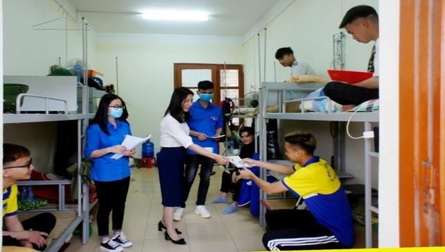 Sinh viên háo hức quay lại trường sau kỳ nghỉ kéo dài vì dịch Covid-19 - 5