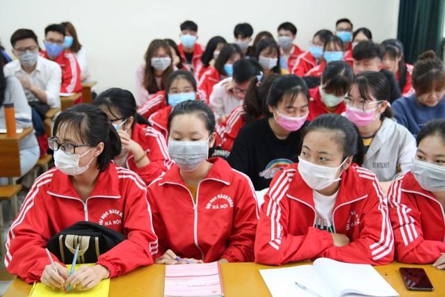 Trường ĐH khẩn cấp cho sinh viên nghỉ học và không nên rời Hà Nội - 3