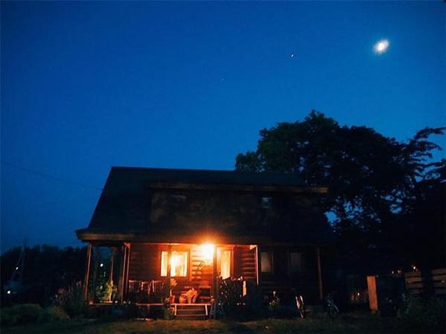 Vẻ đẹp thơ mộng của ngôi nhà gỗ giữa cánh đồng cỏ, ai nhìn cũng muốn ở - 10