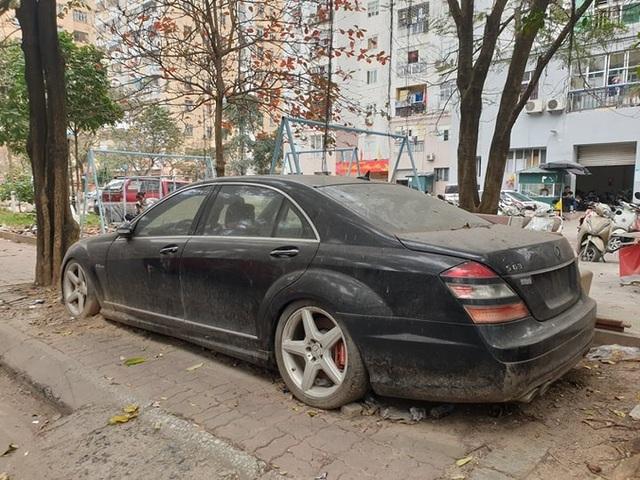 Cận cảnh những chiếc xe sang tiền tỉ bị bỏ quên giữa lòng Hà Nội - 2