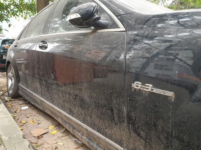 Cận cảnh những chiếc xe sang tiền tỉ bị bỏ quên giữa lòng Hà Nội - 5