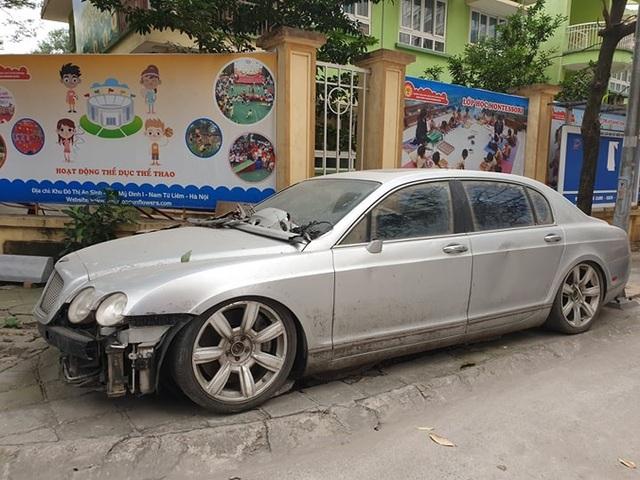 Cận cảnh những chiếc xe sang tiền tỉ bị bỏ quên giữa lòng Hà Nội - 7