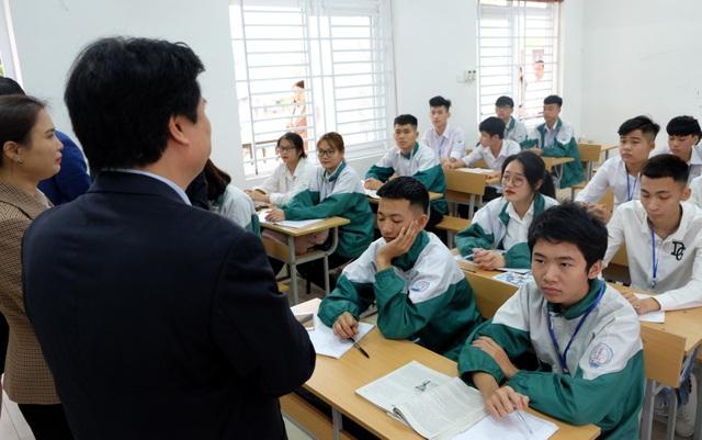 """Thứ trưởng Bộ GD: """"Trường học an toàn thì cô trò không cần đeo khẩu trang"""" - 3"""