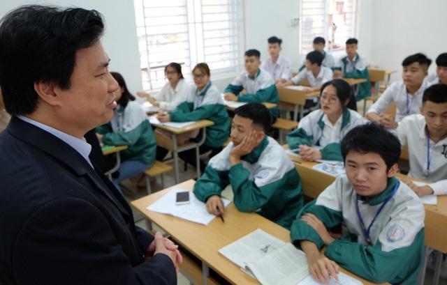 """Thứ trưởng Bộ GD: """"Trường học an toàn thì cô trò không cần đeo khẩu trang"""" - 1"""