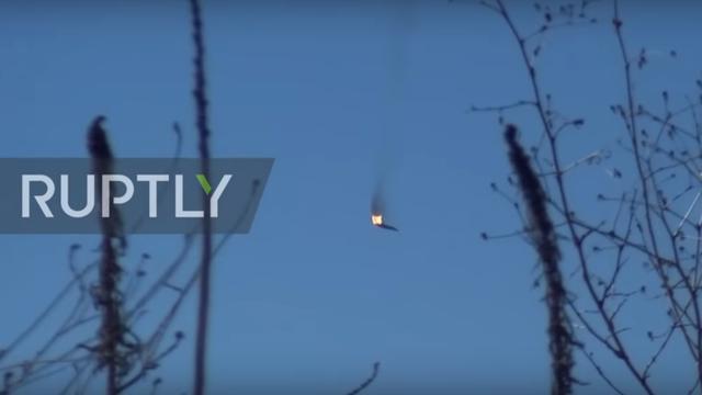 Video phi công Syria nhảy dù khỏi máy bay Su-24 bị Thổ Nhĩ Kỳ bắn rơi - 1