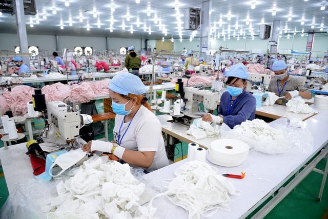 TPHCM gấp rút sản xuất hàng triệu khẩu trang vải kháng khuẩn - 6
