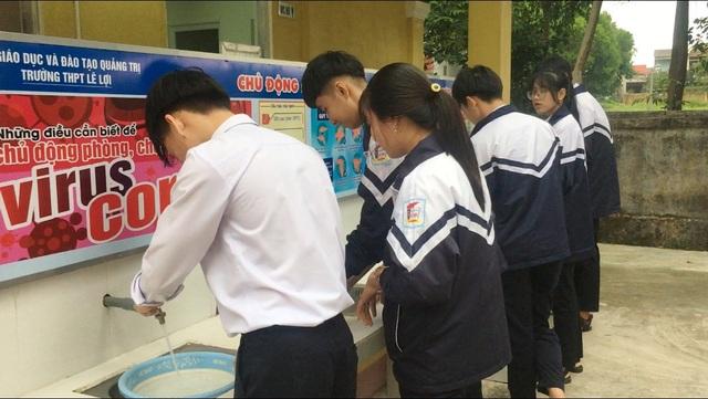 Quảng Trị: Học sinh được đo thân nhiệt, rửa tay sát khuẩn trước khi vào lớp - 5