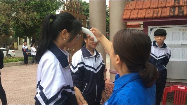 Quảng Trị: Học sinh được đo thân nhiệt, rửa tay sát khuẩn trước khi vào lớp - 4