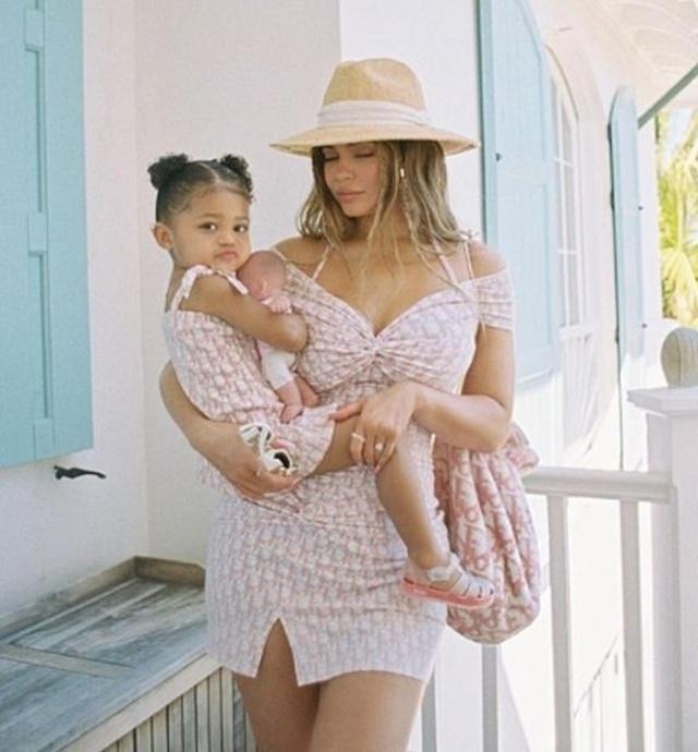 Kylie Jenner bốc lửa trong kỳ nghỉ ở Bahamas - 3