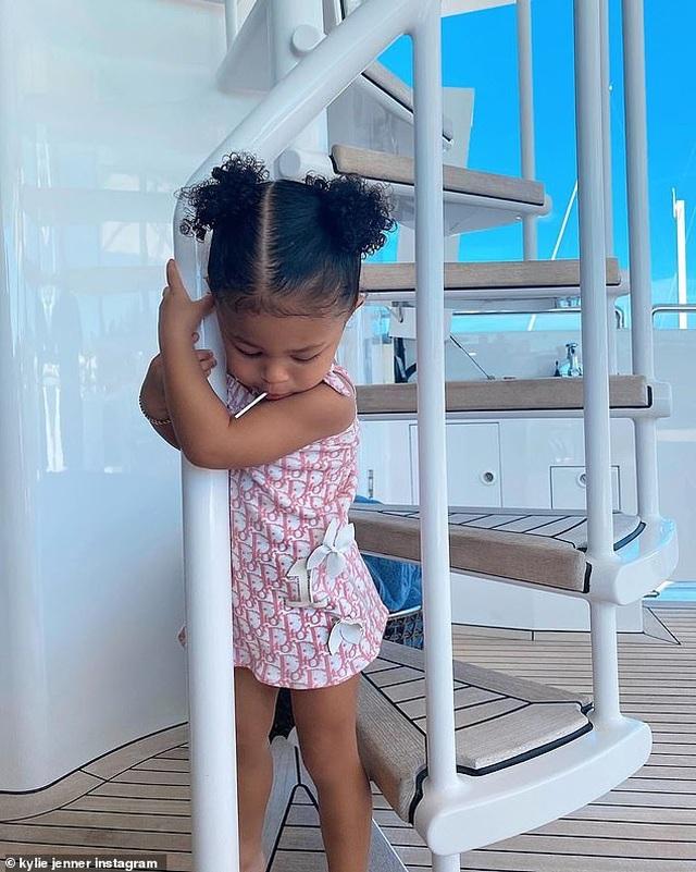 Kylie Jenner bốc lửa trong kỳ nghỉ ở Bahamas - 6