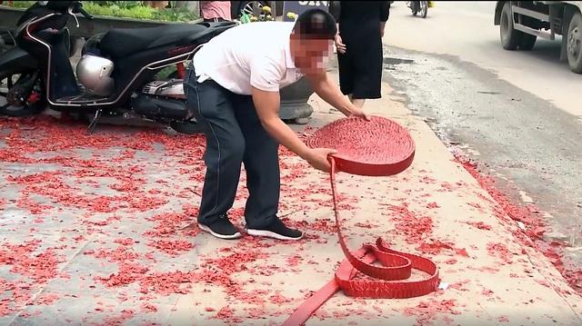 """Vụ đốt pháo """"đỏ đường"""" ở Hà Nội: Triệu tập một số người - 1"""