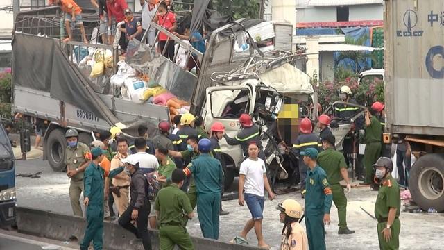 Vụ giải cứu 3 người trong cabin xe tải: Cả 3 đều tử vong - 1