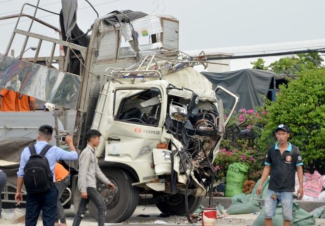 Vụ giải cứu 3 người trong cabin xe tải: Cả 3 đều tử vong - 2