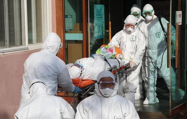 Hàn Quốc: Nhân viên y tế Daegu xin nghỉ việc, cầu cứu giúp đỡ vì quá tải - 1
