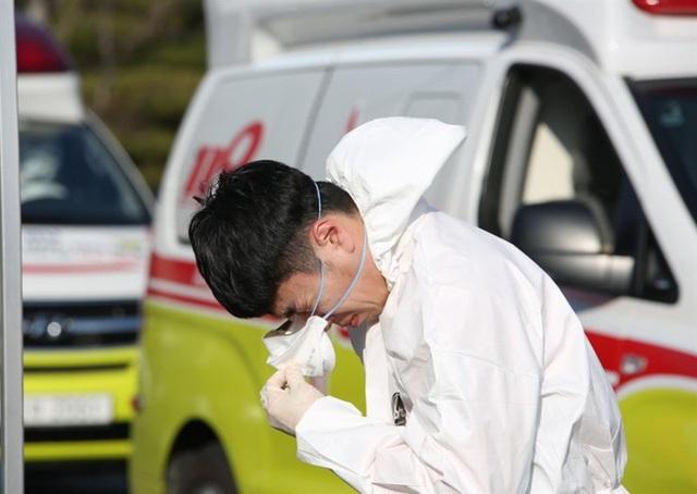 Hàn Quốc: Nhân viên y tế Daegu xin nghỉ việc, cầu cứu giúp đỡ vì quá tải - 2
