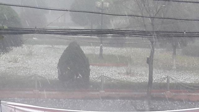 Nhiều nơi ở Lào Cai trắng xóa vì mưa đá - 3