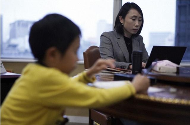 """Những bà mẹ Nhật Bản """"sợ mất việc hơn cả Covid-19"""" - 1"""