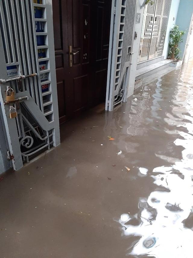 Đường phố Thành sông sau trận mưa lớn bất thường