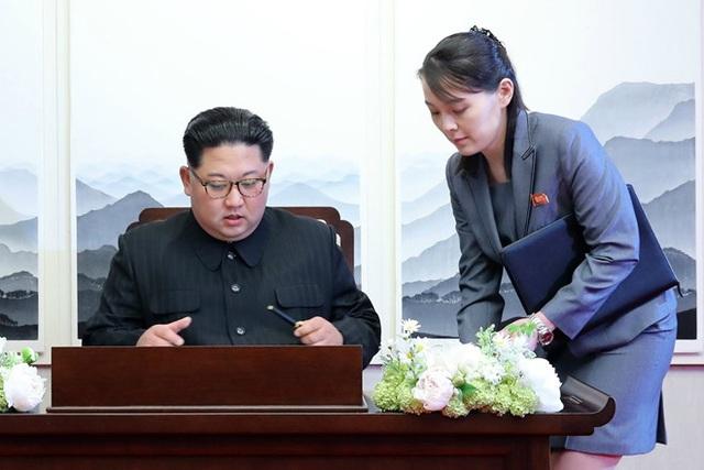 Em gái quyền lực của ông Kim Jong-un lần đầu ra tuyên bố chính trị - 1