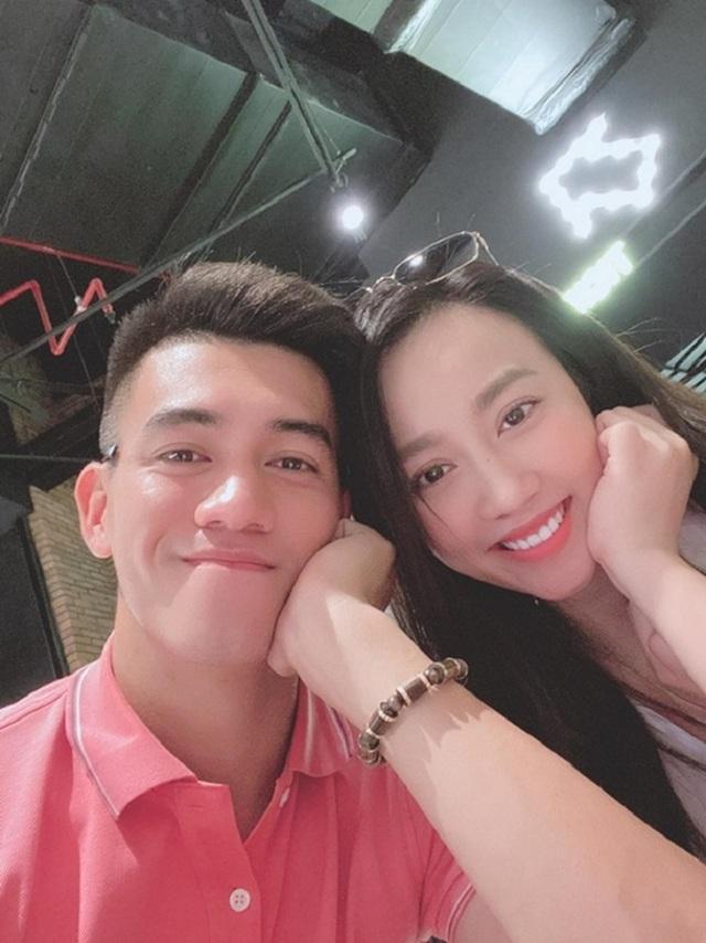"""5 cặp đôi """"chị ơi anh yêu em"""" nổi tiếng của làng bóng đá Việt - 3"""