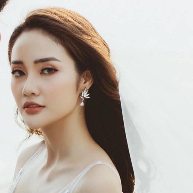 """5 cặp đôi """"chị ơi anh yêu em"""" nổi tiếng của làng bóng đá Việt - 8"""