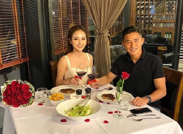 """5 cặp đôi """"chị ơi anh yêu em"""" nổi tiếng của làng bóng đá Việt - 9"""