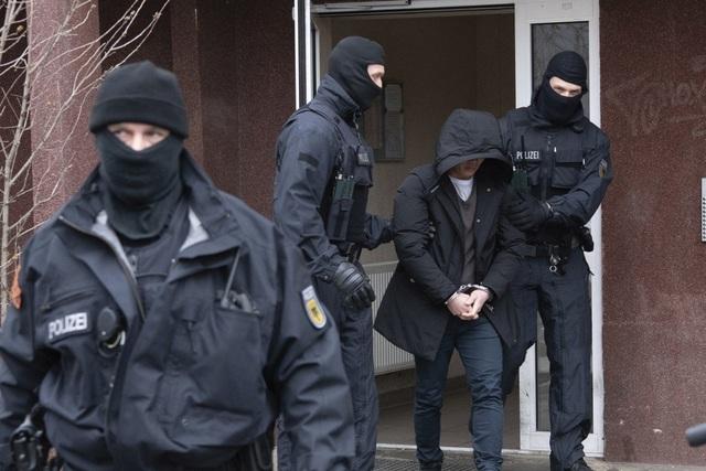 Đức phá đường dây nghi đưa 155 người Việt nhập cư bất hợp pháp - 1