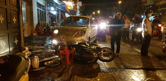 Xe ben không người lái trôi tự do gây tai nạn liên hoàn - 1